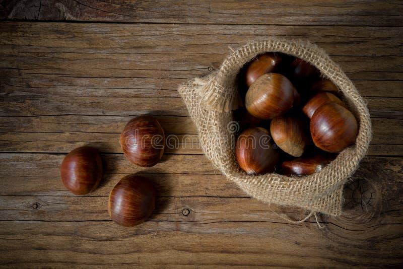 Сырцовый деревянный стол каштанов стоковое изображение