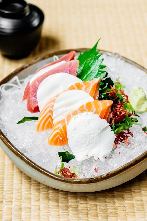 Сырцовый и свежий сасими установил с мясом семг и мяса тунца стоковое изображение rf