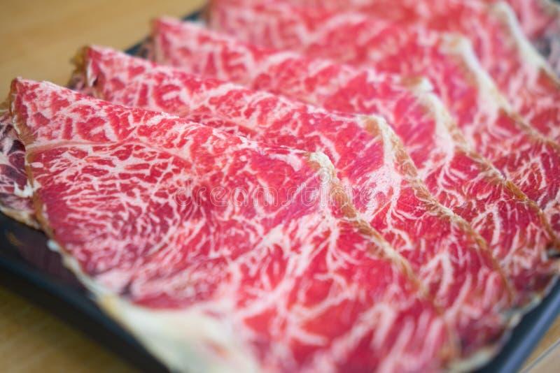 Сырцовый красный кусок говядины для стиля Shabu и Sukiyaki японского стоковое фото