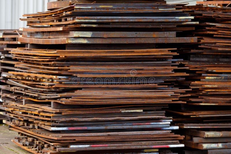 Сырцовый металлический лист на строительном бизнесе изготовления стоковое изображение