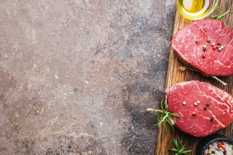 Сырцовый мраморизованный стейк мяса стоковое изображение rf