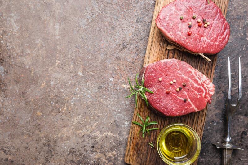 Сырцовый мраморизованный стейк мяса стоковые изображения rf