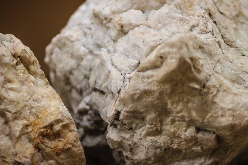 Сырцовый образец камня барита от минирования и разрабатывать Baryte o стоковые фотографии rf