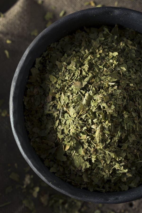 Сырцовый органический сухой зеленый Cilantro стоковая фотография