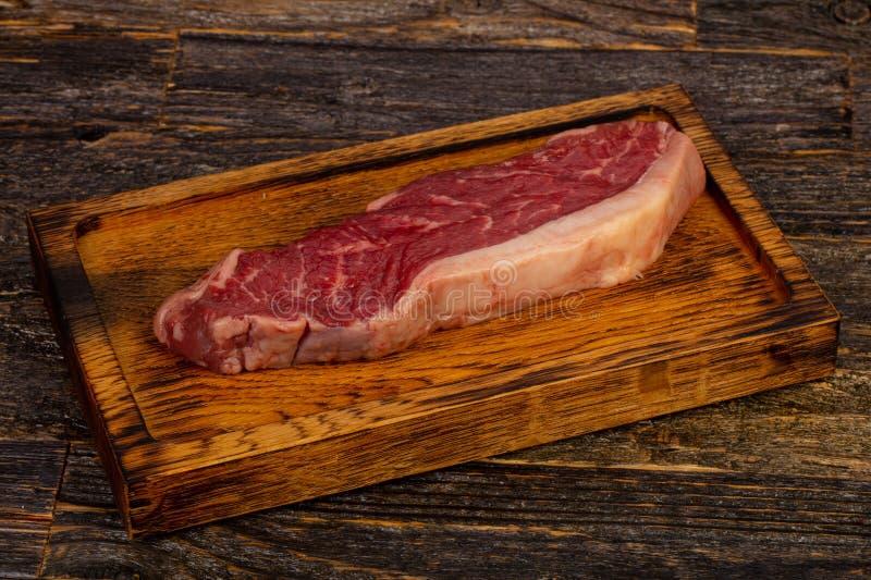 Сырцовый стейк говядины Striploin стоковое фото rf