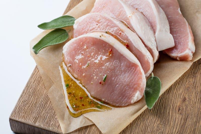 Сырцовый escalope свинины при sause сделанное из меда и трав стоковое фото rf