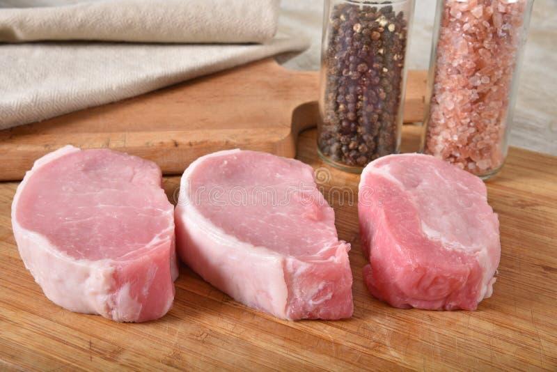 Сырые котлеты свинины стоковая фотография rf