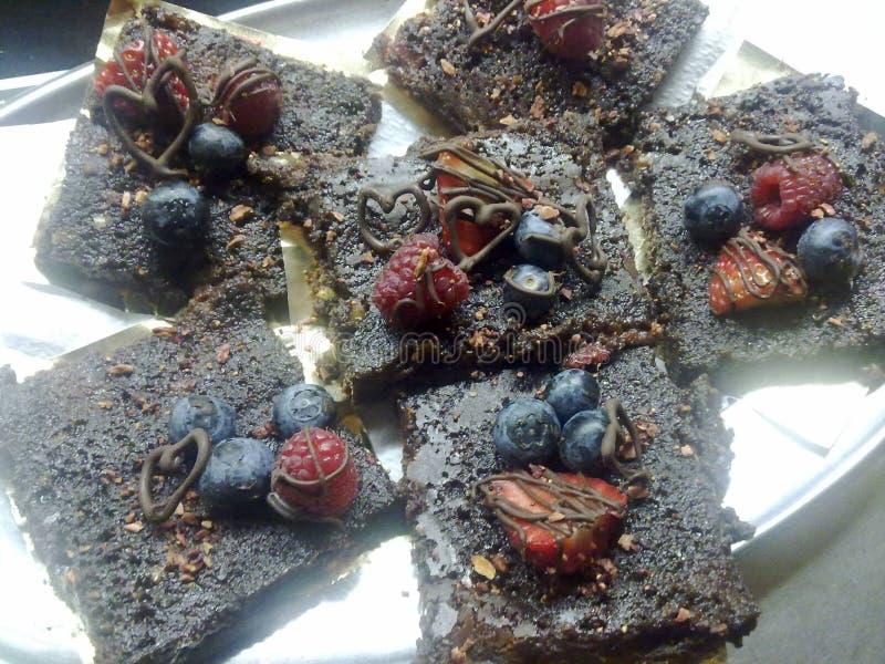 Сырые пирожные ` s какао и даты стоковая фотография rf