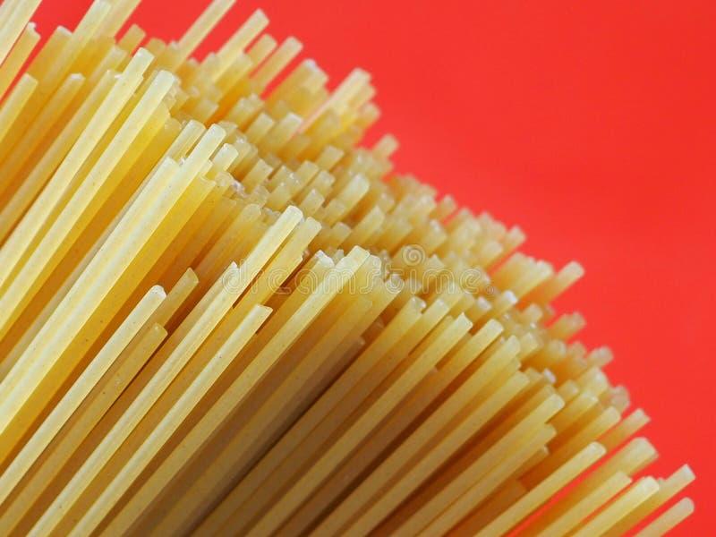 Сырые спагетти стоковое фото