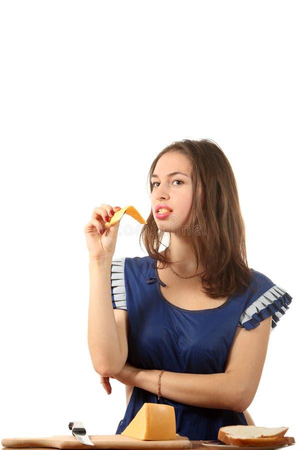 сыр ест девушку стоковые изображения