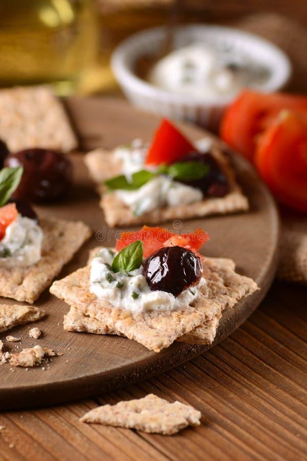 Сыр закуски на разделочной доске стоковое изображение rf