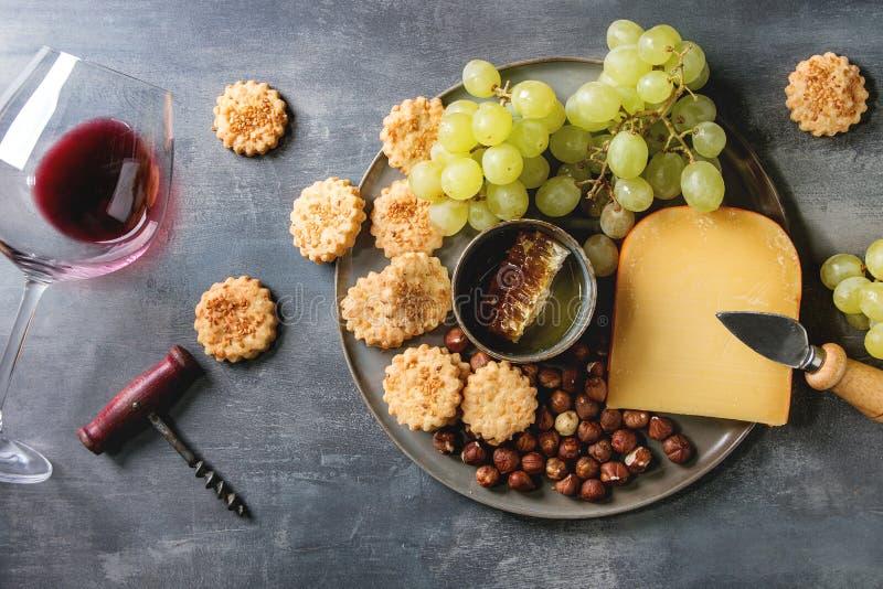 Сыр и закуска виноградин стоковое фото rf