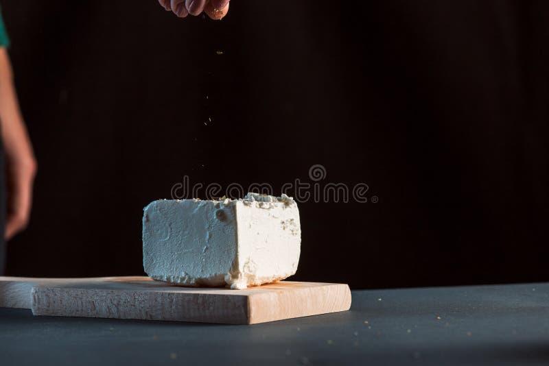 Сыр фета на плите стоковые изображения rf