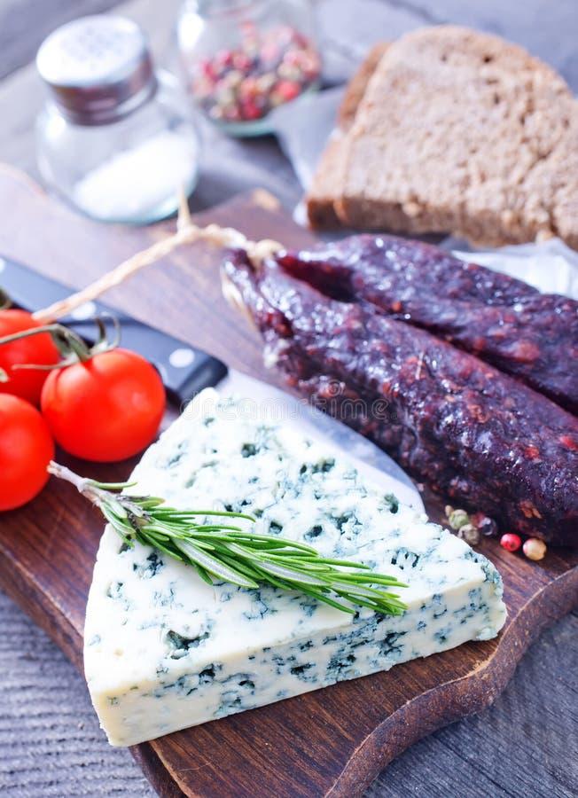 Download Сыр стоковое изображение. изображение насчитывающей вырезывание - 41659735