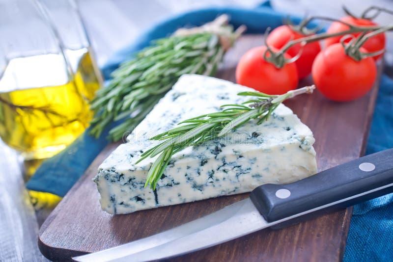Download Сыр стоковое изображение. изображение насчитывающей бульвара - 41659773