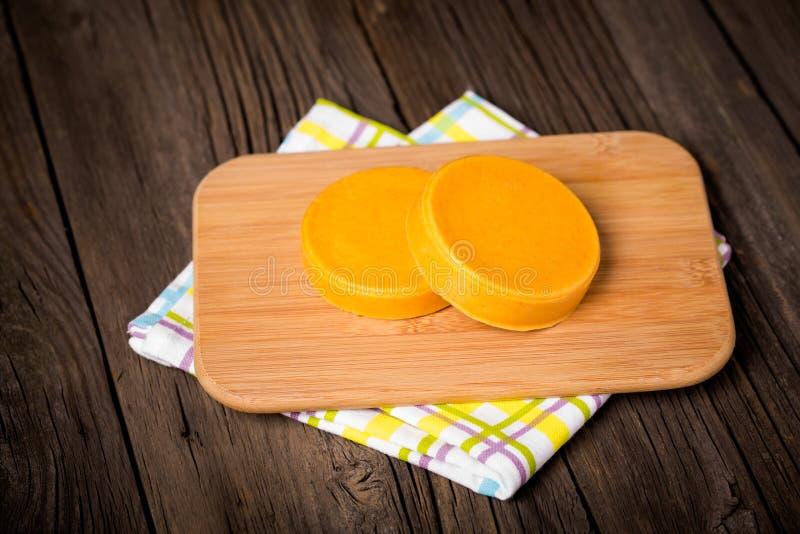 Сыр Vegan diy домодельный желтый стоковые изображения