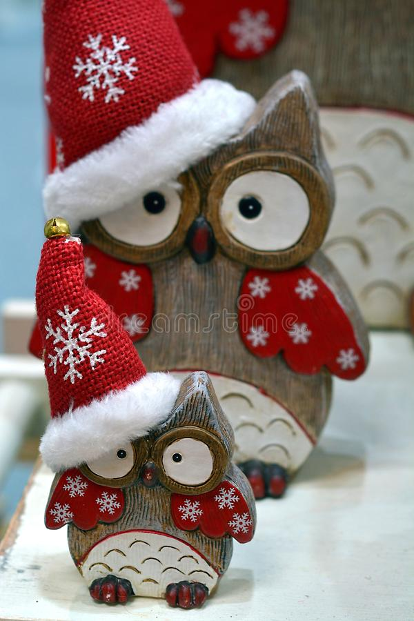 Сычи рождества с красной крышкой стоковое изображение