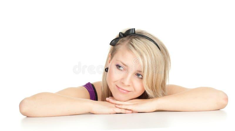 Сь женщина с головкой на ладонях стоковая фотография