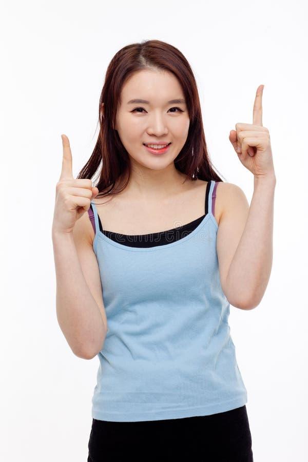 Сь молодая женщина указывая вверх стоковое фото rf