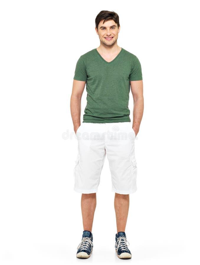 Сь счастливый человек в белых краткостях и зеленой тенниске стоковое фото rf