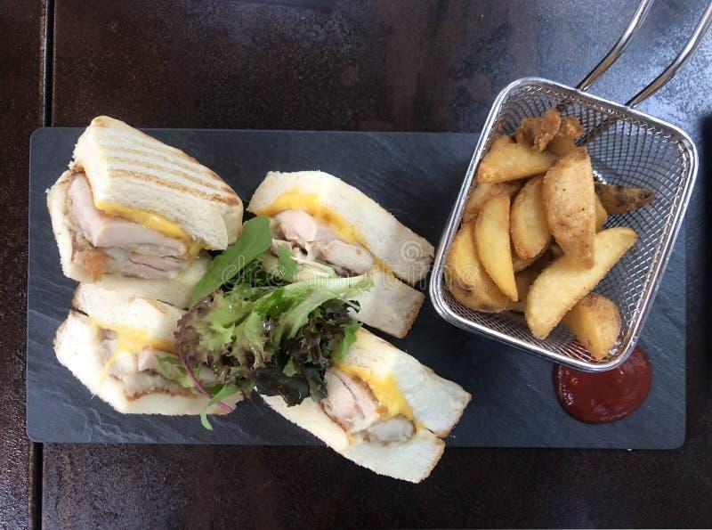 Сэндвич и французский картофель фри стоковые фото