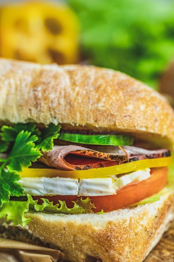 Сэндвич Ciabatta с ветчиной стоковые изображения