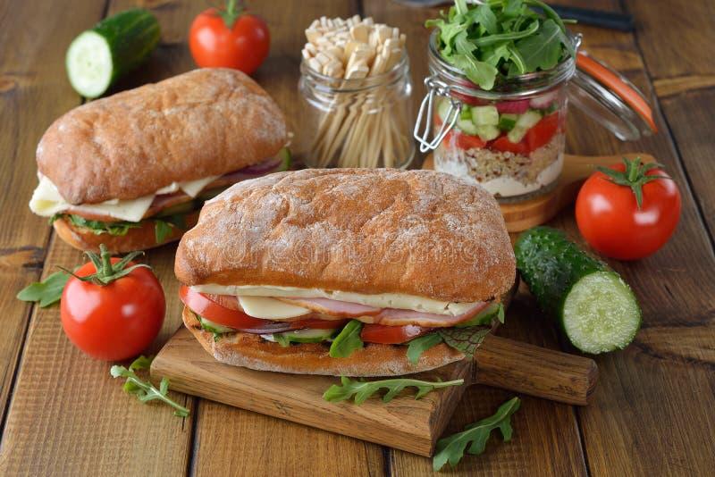Сэндвич Ciabatta с arugula стоковое фото
