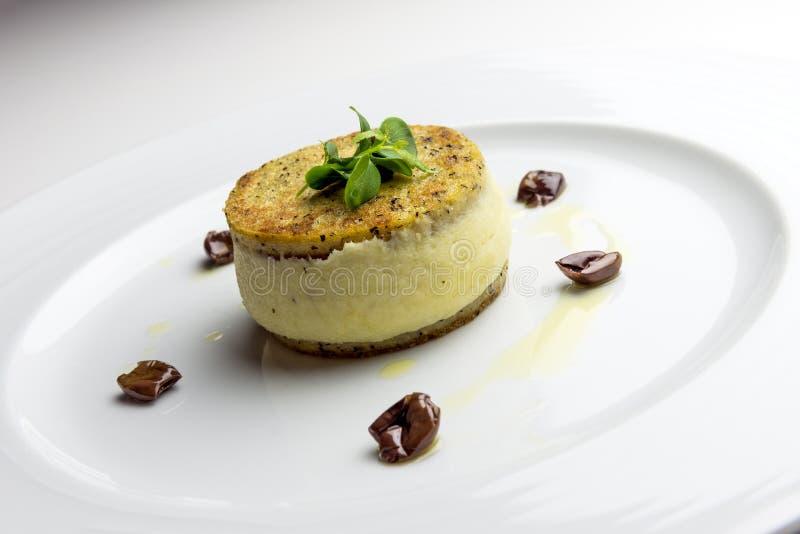 Сэндвич mush кукурузной муки с creamed тресками и оливками стоковое фото rf