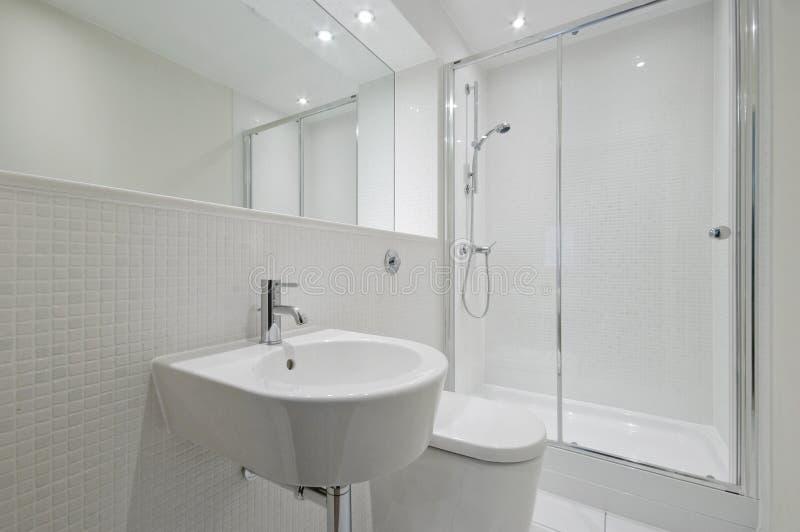 сюита en ванной комнаты самомоднейшая стоковые изображения