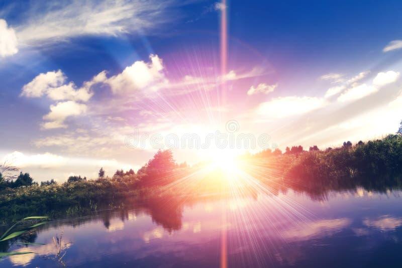 Сюрреалистический заход солнца на реке стоковое фото rf