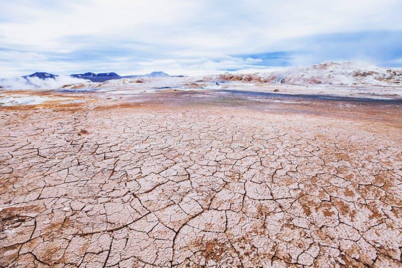 Сюрреалистический ландшафт, природа, сухая пустыня стоковое фото rf