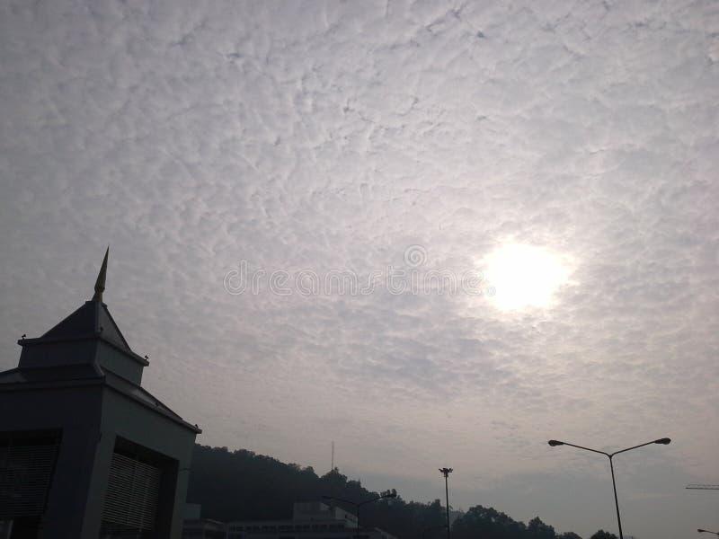 Славное облако в утре, Hadyai, Songkhla, Таиланд стоковые изображения rf
