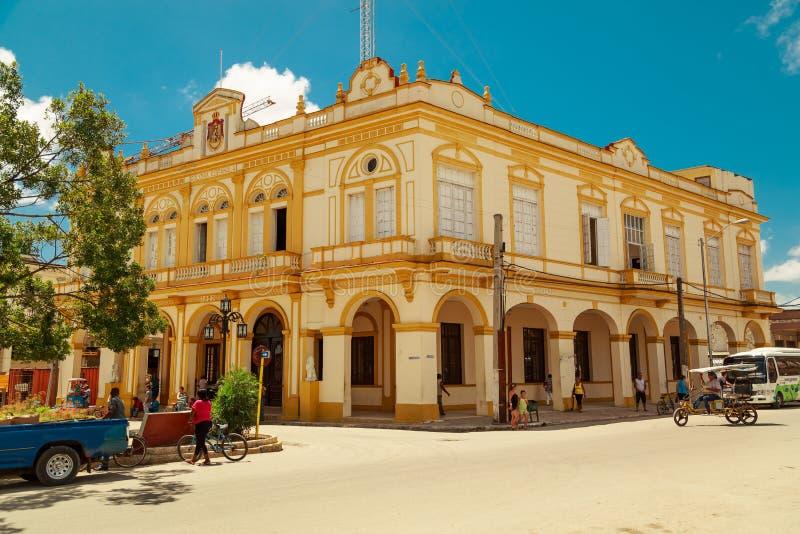 Славное смотря здание старого стиля в малом кубинском городке стоковая фотография