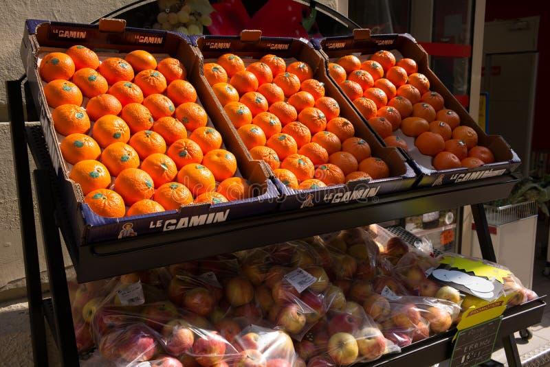 Славные апельсины сцены улицы Франции стоковые фотографии rf