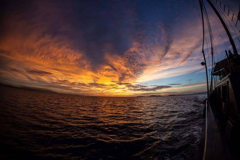 Славный заход солнца в радже Ampat стоковое изображение