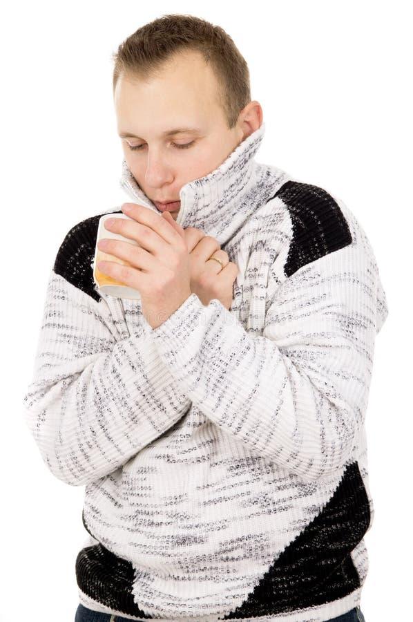 Славный парень, холод, чай питья стоковое изображение