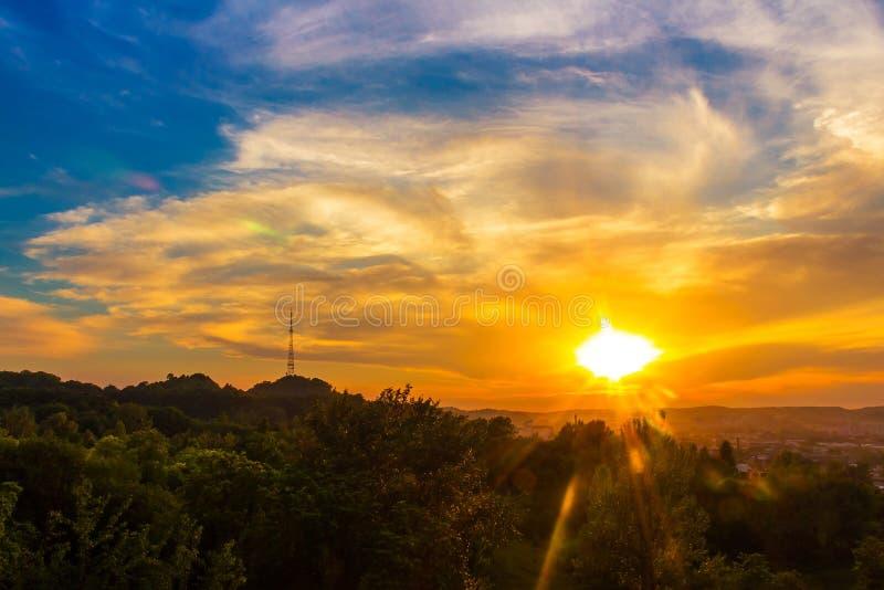 Славный пейзаж города Львова, взгляд захода солнца от высоты Украина стоковые фотографии rf