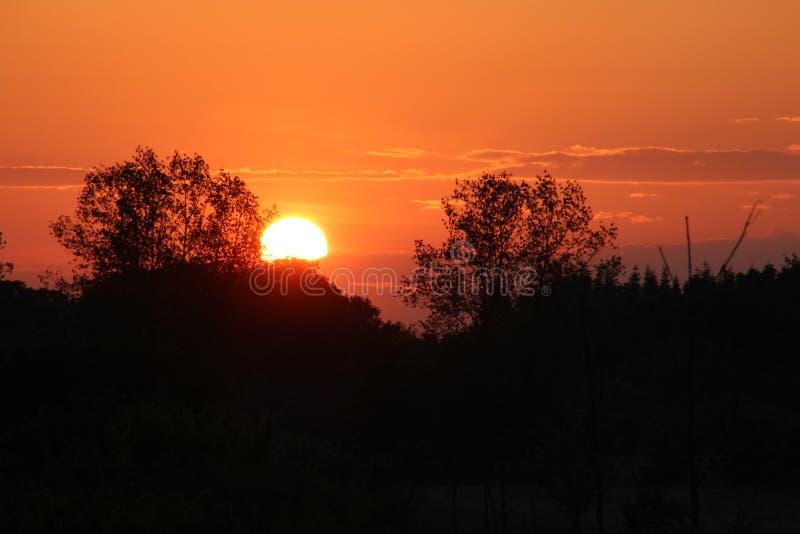 Славный покрашенный заход солнца стоковое изображение rf