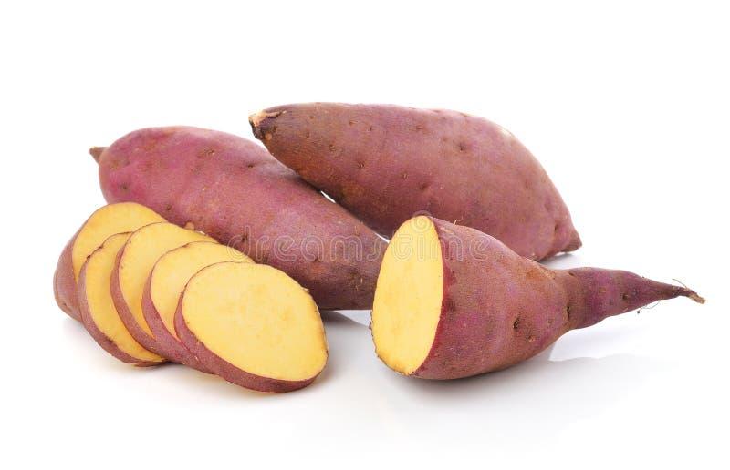 Сладкий картофель на белой предпосылке стоковые изображения rf