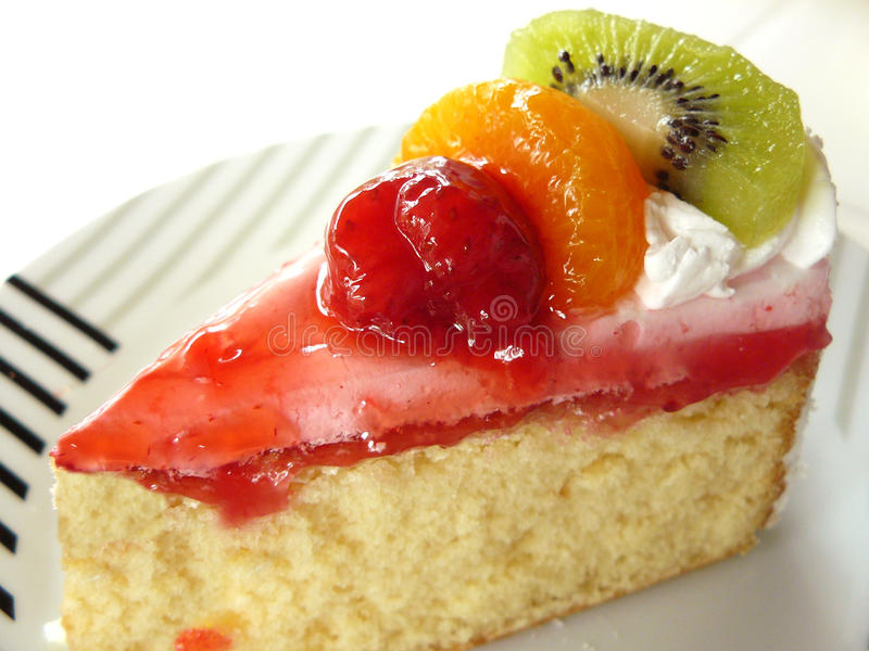 сладостная ваниль сливк торта плодоовощ стоковые фотографии rf