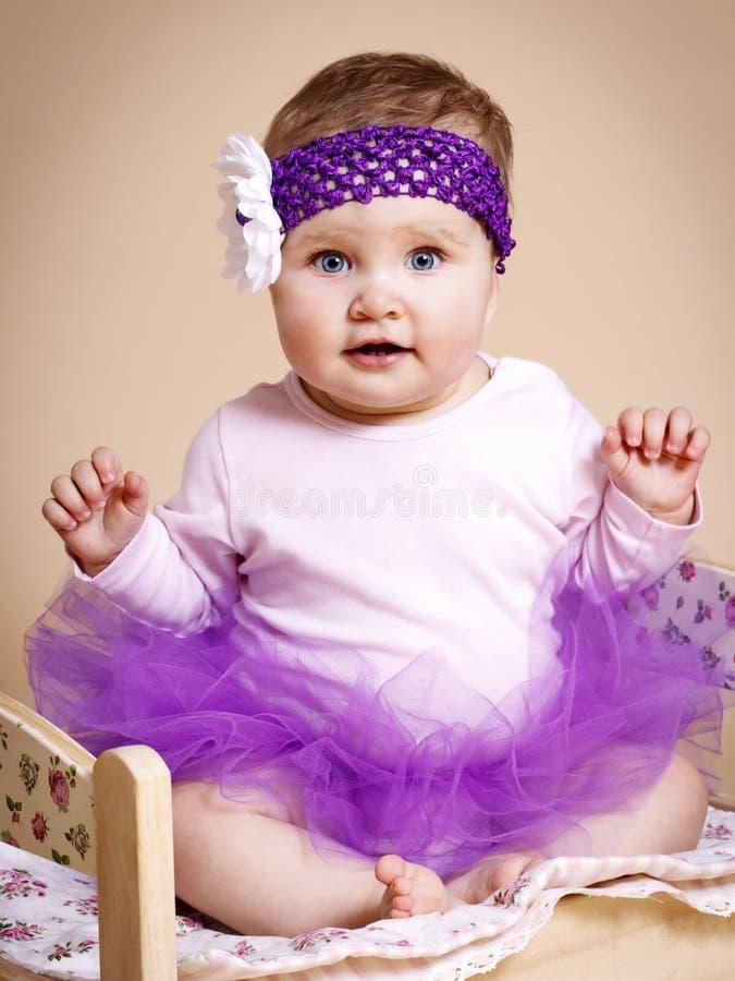 Сладостная маленькая юбка балетной пачки wearint принцессы стоковые фотографии rf