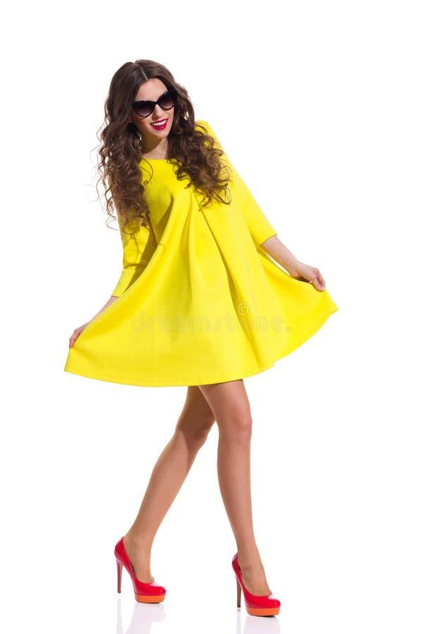 Сладостное желтое платье стоковые изображения rf