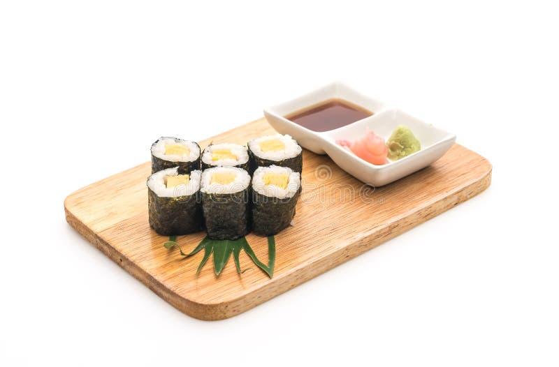 сладостное maki яичка (tamago) - японский стиль еды стоковые фото