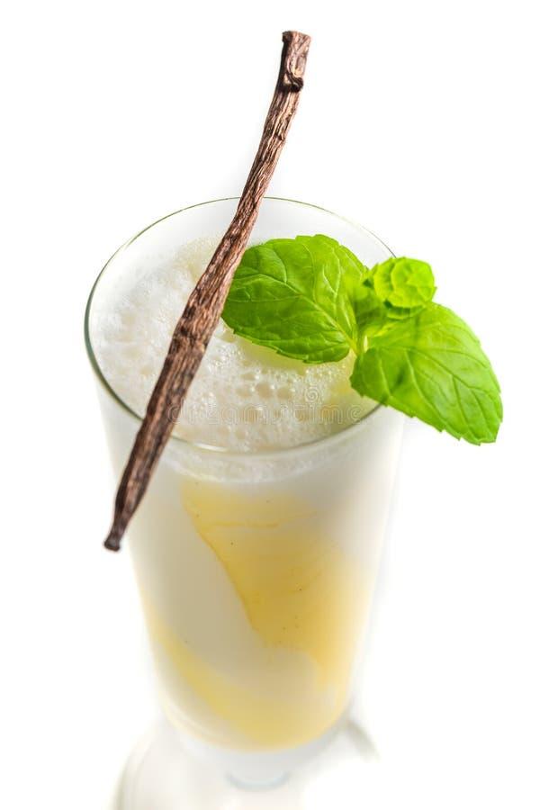 Сладостные ванильные smoothies с лист мяты стоковое фото