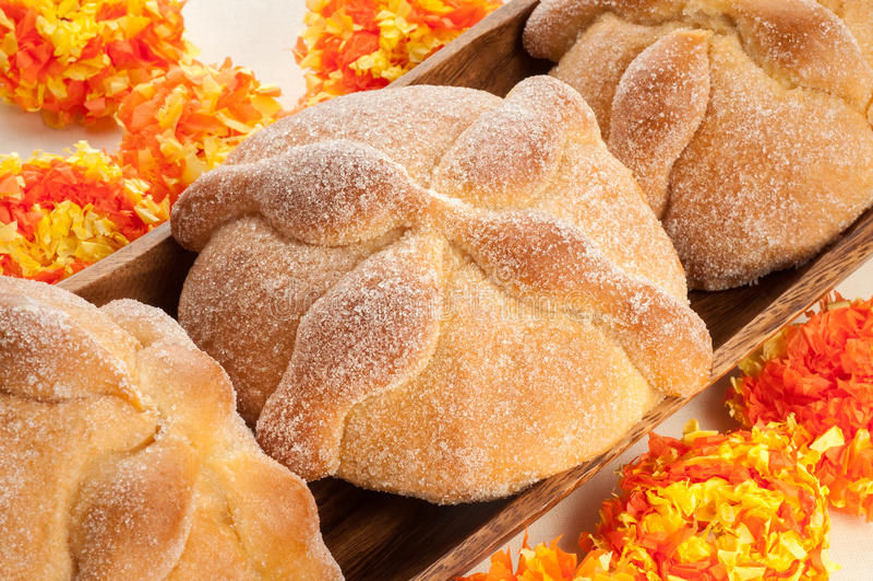 Сладостный вызванный хлеб (Лоток de Muerto) стоковые изображения rf