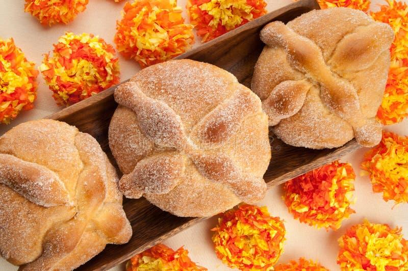 Сладостный вызванный хлеб (Лоток de Muerto) стоковое изображение rf