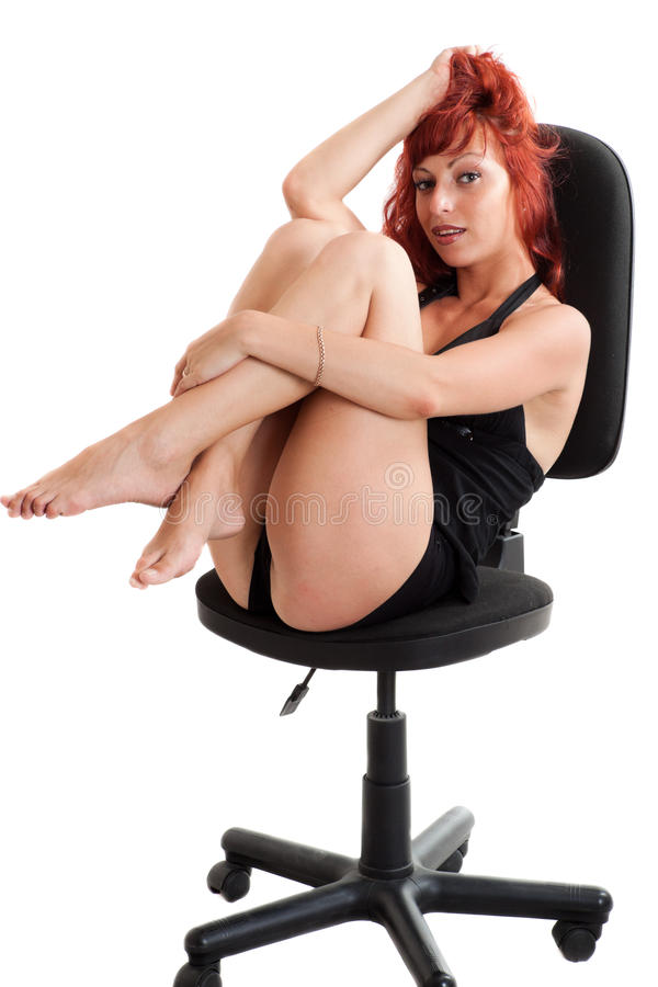 с волосами красные сексуальные детеныши женщины стоковое фото rf
