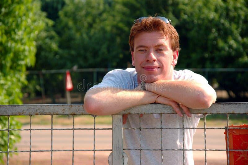с волосами красный цвет человека стоковые фотографии rf