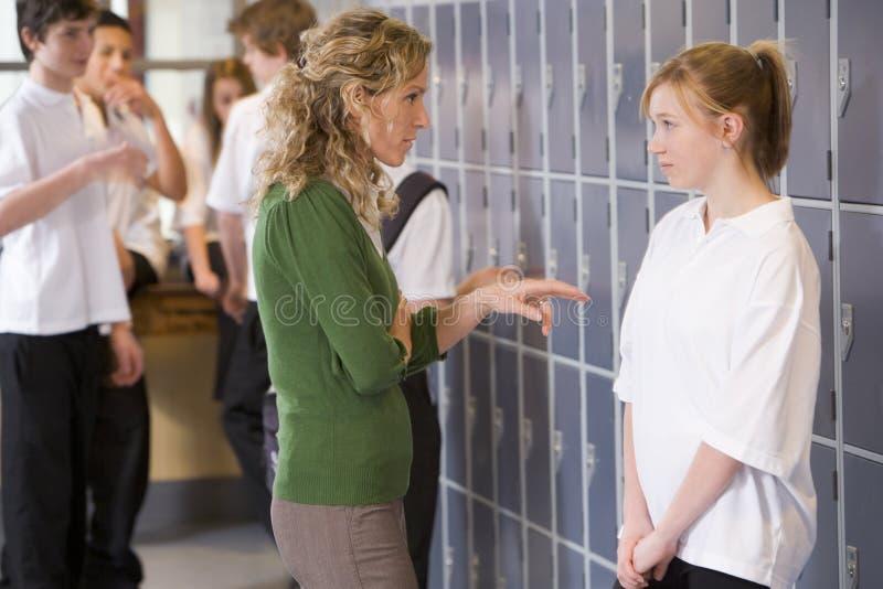 с говорить учителя студента стоковая фотография