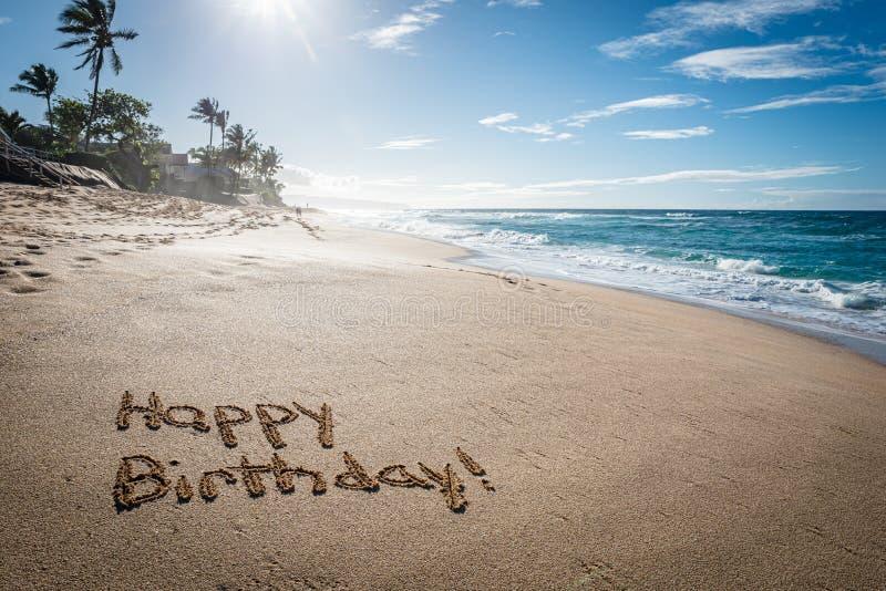 С днем рождения, написанные в песок